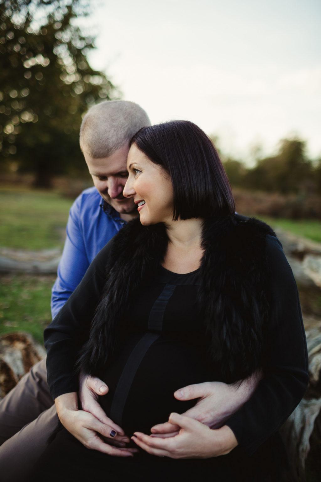 outdoor pregnant photo ideas
